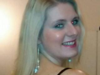Voir le liveshow de  StunningMya de Xlovecam - 29 ans - 28 years old blonde girl with green eyes loves sex
