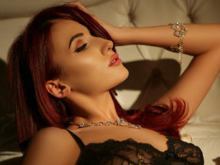 Voir le liveshow de  AdorableCynthia de Xlovecam - 24 ans - I am a sensitive, friendly and a hopeless romantic person. I open my heart easily to peopl ...