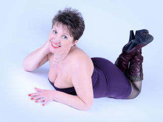 Voir le liveshow de  DoraBlueEyess de Xlovecam - 42 ans - I'm an unstoppable Sex-Machine. I can do the craziest things You dreamed about. Get on board ...