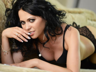 Voir le liveshow de  JaideFlower de Xlovecam - 27 ans - I am somehow a romantic one but also I like to spice things up a little bit. And I have that d ...