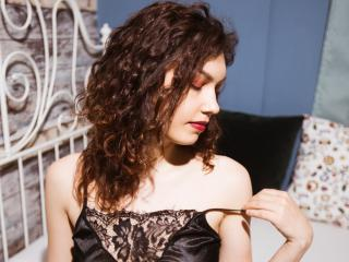 xLoveCam CurlySonia chat