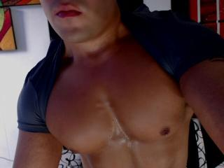 Enjoy your live sex chat AndrewLawren from Xlovecam - 24 years old - Sensual , sexy , smart