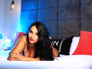 Voir le liveshow de  NastyliciousX de Xlovecam - 24 ans - I am a nice energic girl and i will like to know u all guys in private kissses I like to pra ...