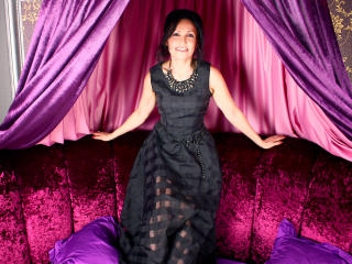 Voir le liveshow de  SabrinaWillis de Xlovecam - 48 ans - I am gentle lady, with lots of charm and hidden naughty sides which i like to open when we s ...
