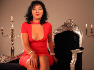 Voir le liveshow de  HotSelenaForYou de Xlovecam - 50 ans - Sexy brunette woman,a slim fit body that goes so well with my mature mind,you will love to ...
