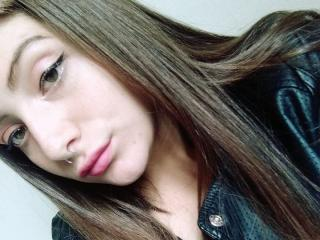 Voir le liveshow de  SamyJhonson de Xlovecam - 19 ans - I am a nice girl, who likes to enjoy life and all its pleasures, I like to go out shopping, sh ...