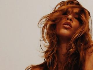 Voir le liveshow de  ChocolatCestMoi de Xlovecam - 24 ans - I'm a hopeless romantic with a dirty mind. I believe in the art of erotism and sensuality  ...
