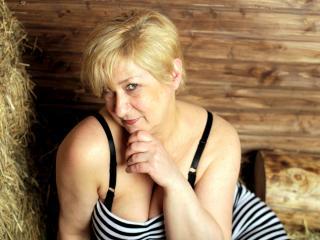 Voir le liveshow de  SexyNatasha de Xlovecam - 52 ans - I AM HOT MATURE . SEX IS MY STRONG POINT:)