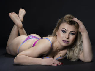 Voir le liveshow de  MiaRide de Xlovecam - 35 ans - Always searching for something new and exciting that will lead eventually to new experiences and e ...