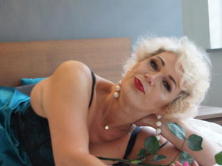 Voir le liveshow de  CharmingMiranda de Xlovecam - 49 ans - I`m an energic woman, I like to try lots of new things, I`m very curious about all your hi ...