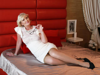 Voir le liveshow de  ExperiencedAlana de Xlovecam - 47 ans - Hello there, i am Alana, a naughty mature, always looking for fun! If you like to have a  ...