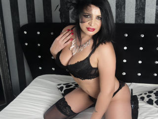 Voir le liveshow de  AllyWonder de Xlovecam - 42 ans - I`m funny, mysterious, sexy and open minded woman. You will not let you get bored chating with  ...