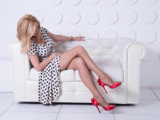 HotTitsSquirtPussy sexy cam girl