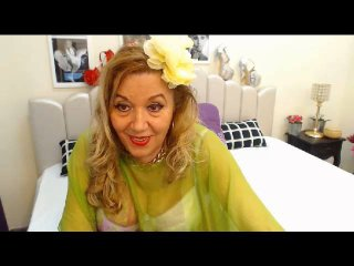 Voir le liveshow de  ClassyLydia de Xlovecam - 57 ans - My blonde silky hair falling down my back while u gently run ur finger throw it , while im clo ...