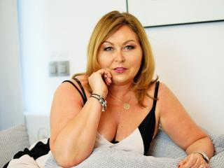 Enjoy your live sex chat IdealStella from Xlovecam - 46 years old - I'm a very passionate person. I love a nice charming gentleman that knows how to c ...