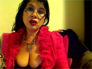 Voir le liveshow de  Madellaine69 de Xlovecam - 41 ans - I m a hot lady.. if i m treated right u ll be amazed how great i ll make u feel;)