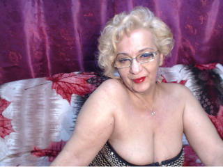 Voir le liveshow de  DivaDiamonds de Xlovecam - 57 ans - Mature lady with experience , can teach you few things and love to share with you hot momment ...