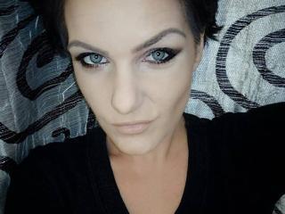 Voir le liveshow de  BelleRossy de Xlovecam - 27 ans - I am a spontaneus girl who adore making love with a passional men, and i love to explore and to ...